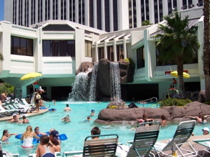 Pool at tropicana resort casino las vegas for Hotels in vegas with indoor swimming pools
